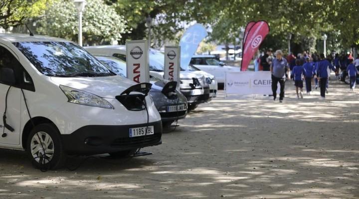 Grupo Caeiro en la exposición de vehículos en el Día de la Movilidad Eléctrica