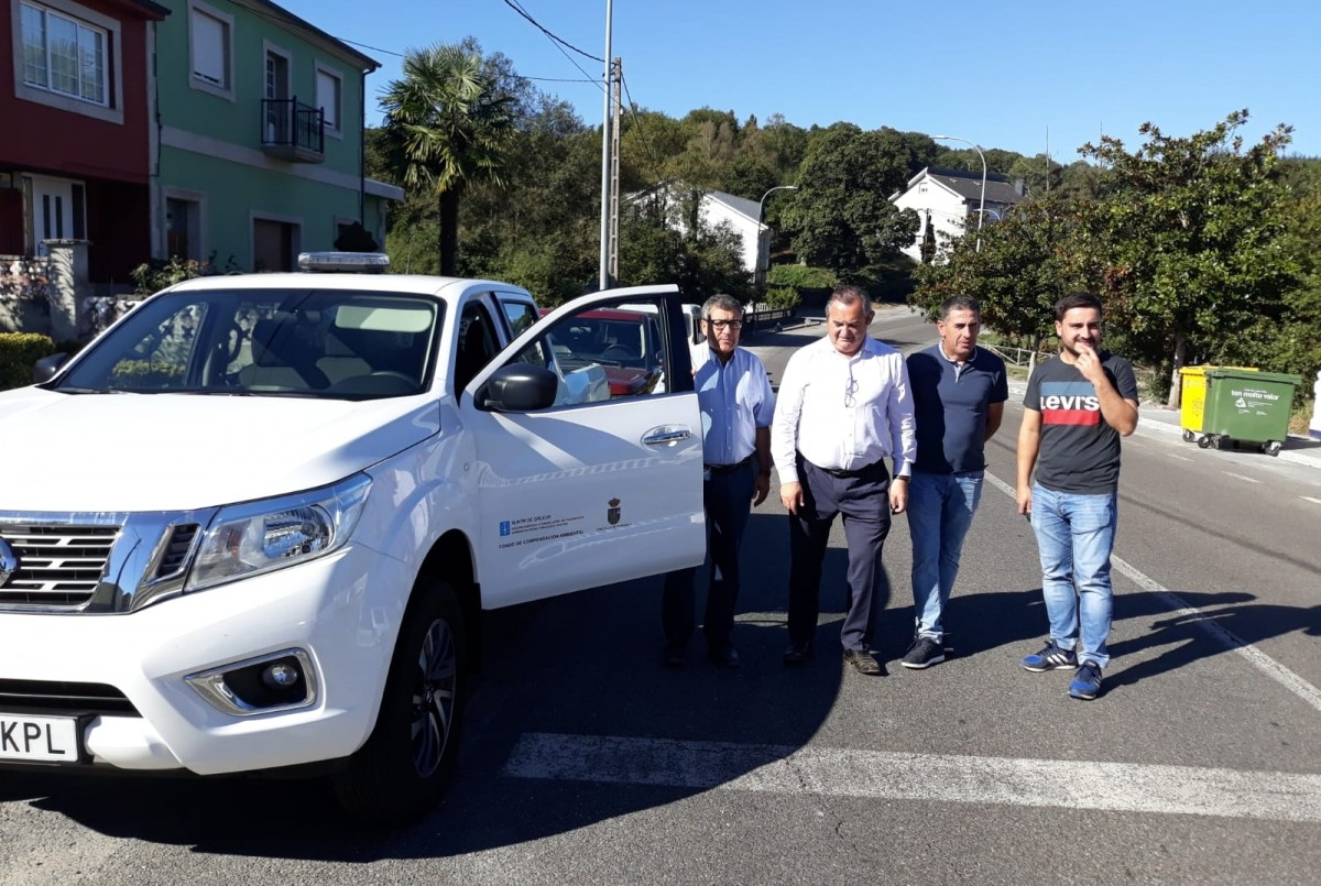Entrega de Nissan Navara al Ayuntamiento de Paradela