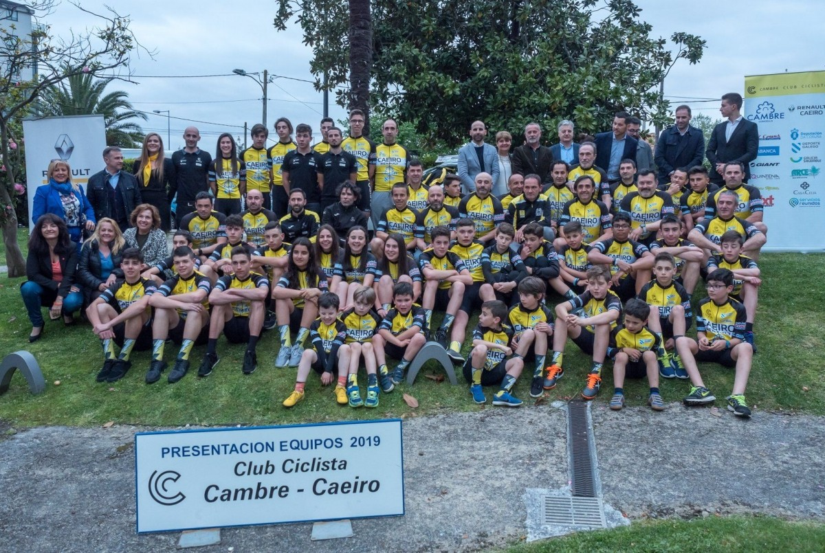 Renault Caeiro presente en la presentación del Club Ciclista Cambre-Caeiro