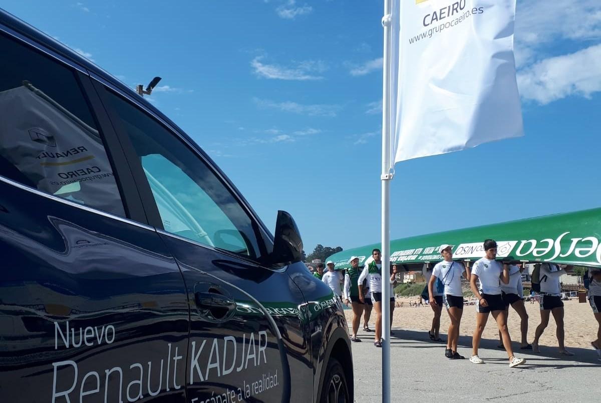 Renault Caeiro presente en la regata de Oleiros de traineras