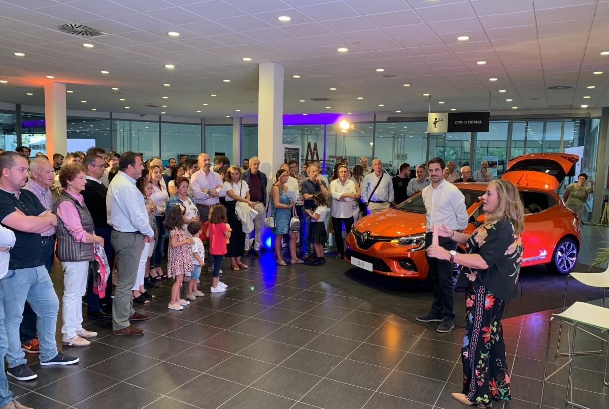Más de 200 personas en la presentación del Nuevo Clio en Caeiro A Coruña