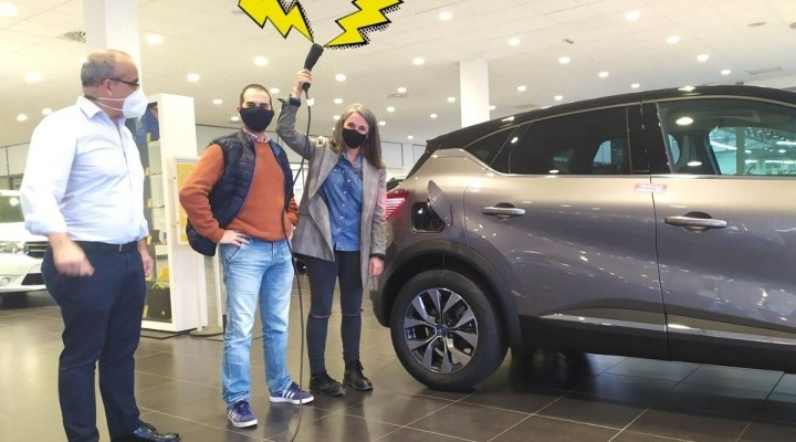 El primer Captur E-Tech sale de las instalaciones de Renault Caeiro